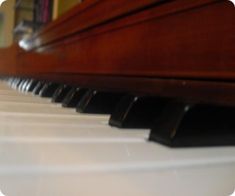 How many keys on a piano