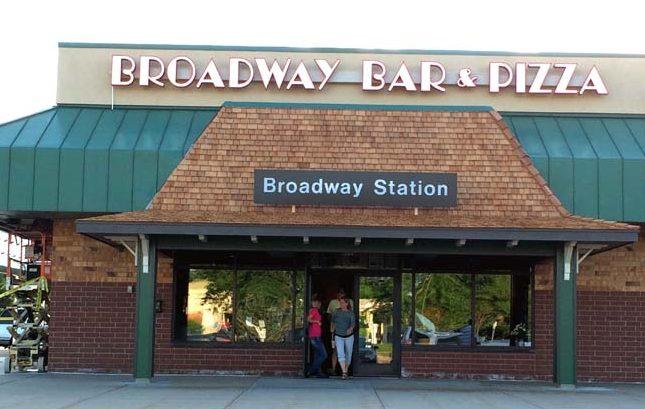 Broadway pizza brooklyn park