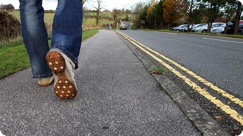 How many feet in a kilometer